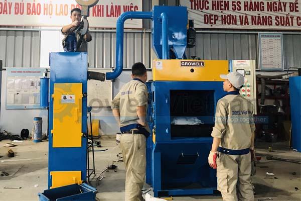 Máy phun bi trong xưởng đúc - Máy phun bi thùng đảo GW-10